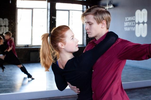 男女ペアになって踊るスポーツ―社交ダンスの魅力―